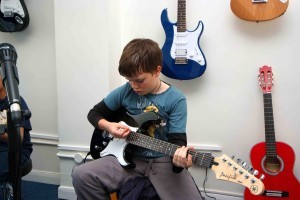 Come and learn to play electric guitar at music gym